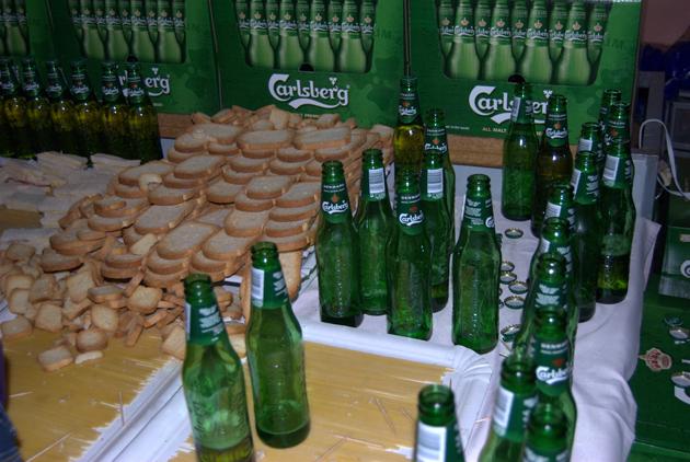 Utopic Us - Cerveza Carlsberg y aperitivos