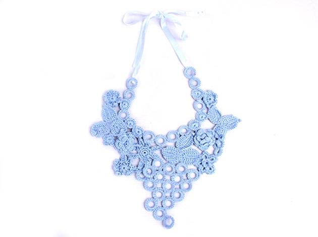 collar babero azul turquesa salvador bachiller 15€